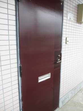 マンション共用部のドア掃除